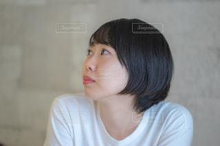 女性の横顔の写真・画像素材[2235263]