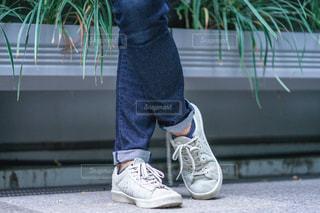 ジーパンを履いている人の写真・画像素材[2498643]