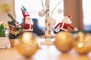 クリスマスツリーとサンタクロースの写真・画像素材[2753118]