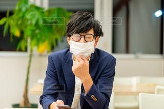 マスクをする男性の写真・画像素材[2910323]