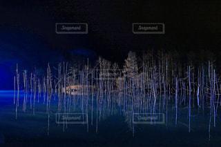 夜の青い池の写真・画像素材[1632853]