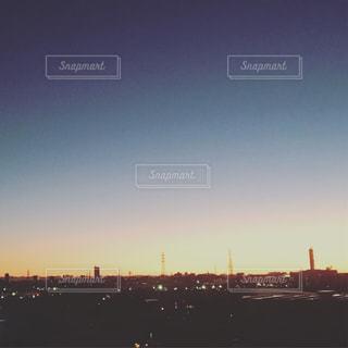 街に沈む夕日の写真・画像素材[1716401]