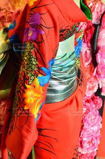 カラフルなドレスを着ている人の写真・画像素材[760078]
