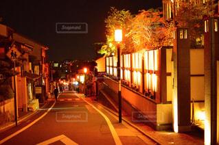 夜の街に信号機の写真・画像素材[760143]