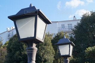 家の前に小さな時計塔の写真・画像素材[1015821]