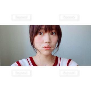 赤と白のシャツ - No.714702
