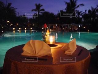 バリ島 ホテル プール 夜景 ロマンチック 美しいの写真・画像素材[610174]