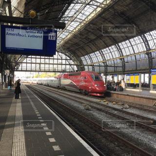 旅行 ヨーロッパ アムステルダム 田舎 列車 駅 プラットホームの写真・画像素材[610257]