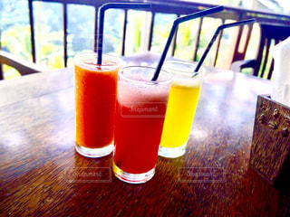 旅行 フルーツ カラフル 健康  ヘルシー 飲み物 ドリンク 自然 朝の写真・画像素材[610642]