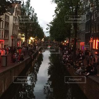 ヨーロッパ アムステルダム 運河 街並み 有名 スポット 観光地 街並み ボートの写真・画像素材[610989]