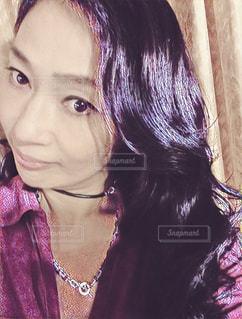 自撮り 楽しい 黒ドレス パールHappy smile  me  赤紫 ワインレッド - No.618154