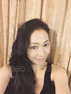自撮り 楽しい 黒ドレス パールHappy smile  meの写真・画像素材[618155]