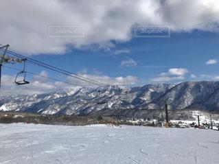 雪に覆われた山の写真・画像素材[956969]