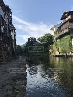 建物の横に水します。の写真・画像素材[971967]