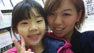 仲良し姉妹の写真・画像素材[609978]