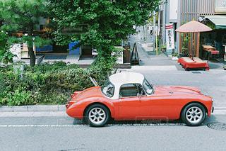 道の端に駐車していた車の写真・画像素材[754263]