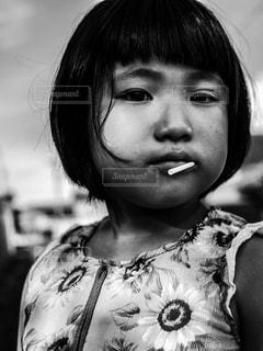 クローズ アップの女の子の写真・画像素材[1023429]