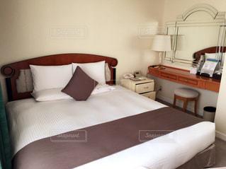 ホテルの部屋でダブルベッドの写真・画像素材[922273]