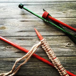 カラフルな編み針と秋色の作り目の写真・画像素材[618068]