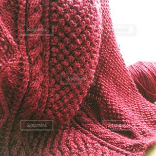ボルドーレッドの編み物の写真・画像素材[618074]