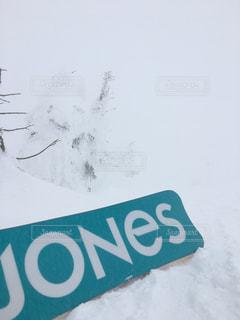 雪山とパウダーボードの写真・画像素材[736108]