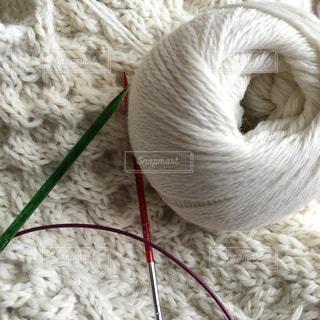 アルパカ糸で編むアラン模様の写真・画像素材[927881]