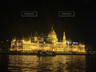 ブダペスト 国会議事堂 ナイトクルーズの写真・画像素材[618169]