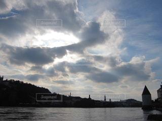 ドイツ パッサウ 逆光での景色の写真・画像素材[619839]