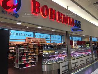 プラハ 空港内のスーパーの写真・画像素材[620080]