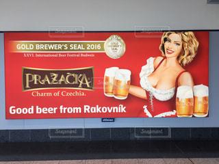 プラハ ビール広告の写真・画像素材[620081]