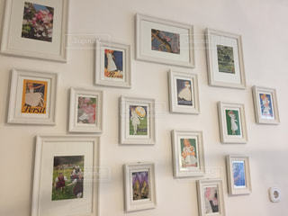 ウィーン 部屋に飾られたポストカードたちの写真・画像素材[620085]