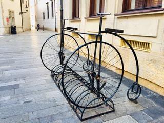 スロバキアの首都ブラチスラバ🇸🇰 通りに置いてある自転車のオブジェ。の写真・画像素材[1884278]