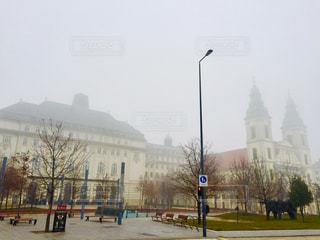 ハンガリー ブダペスト。濃霧の日の冬の朝。の写真・画像素材[2051929]
