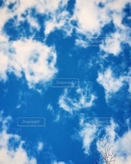 青い空に雲の写真・画像素材[933671]