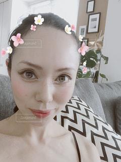 近くに、selfie を取るピンクの髪と安室奈美恵のアップの写真・画像素材[1311721]