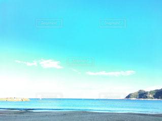 海の横にある水の体の写真・画像素材[856360]