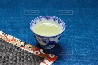 テーブルの上のお茶の写真・画像素材[1668213]