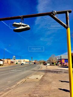 空と大地とスニーカーの写真・画像素材[638745]