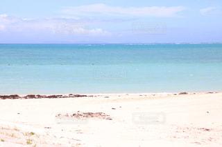 海の横にある砂浜のビーチの写真・画像素材[1253882]