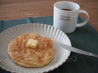 クローズ アップ食べ物の皿とコーヒー カップの写真・画像素材[1106468]