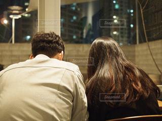 男と女のカメラ目線の写真・画像素材[1107264]