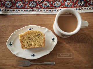 食品とコーヒーのカップのプレートの写真・画像素材[1746465]