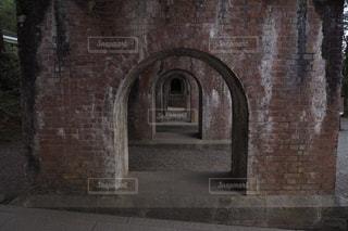 レンガの壁は、石造りの建物の写真・画像素材[1874327]