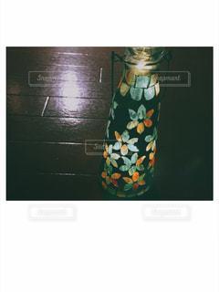 テーブルの上に座って花瓶の写真・画像素材[1235098]