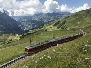 電車は山の中腹にの写真・画像素材[1432729]