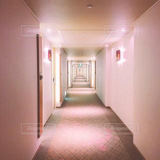 大きな空の部屋の写真・画像素材[1066373]