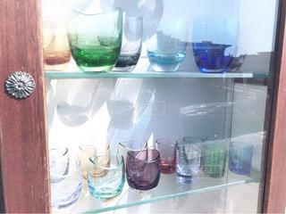 ボトルとグラスのディスプレイ ケース - No.779395