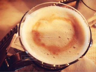 テーブルの上のコーヒー カップ - No.781933