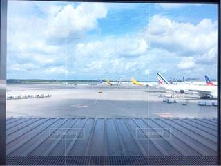 空港で駐機場に座っている面 - No.781992