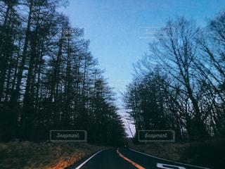 夕暮れ時のドライブの写真・画像素材[1168693]